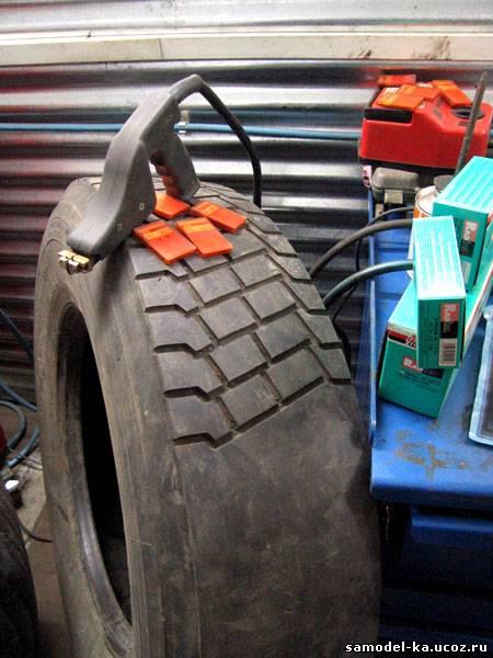 Как нарезать протектор на грузовой шине своими руками 66
